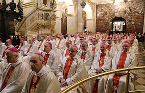 Jasna Góra: biskupi uczestniczą w rekolekcjach nt. Eucharystii