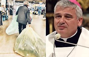 To zdjęcie jałmużnika papieskiego wzbudziło lawinę ciepłych komentarzy w internecie