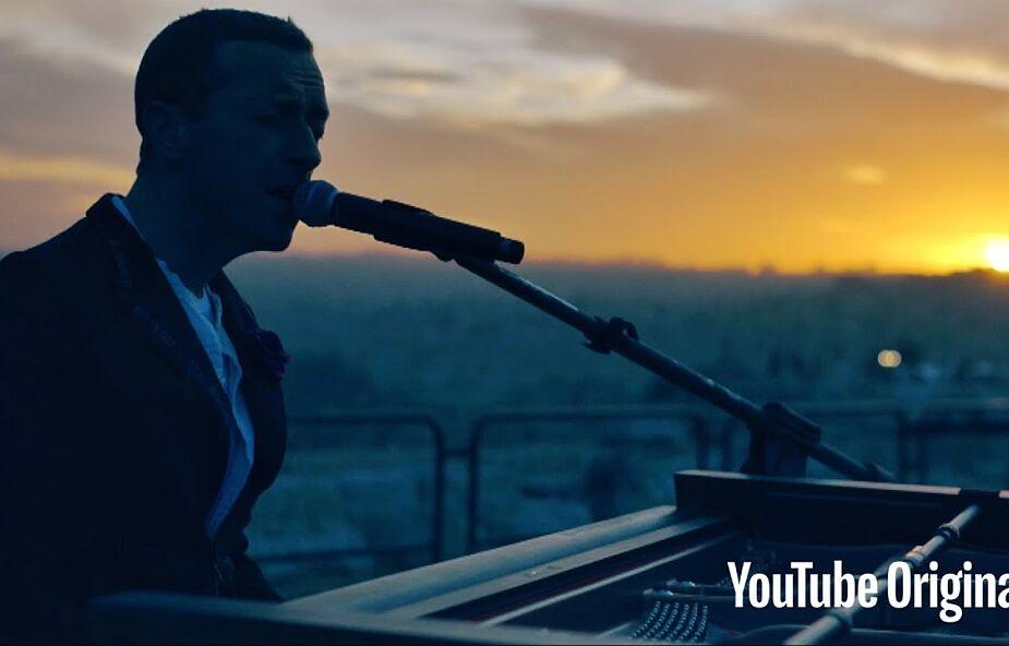 Coldplay zaskakuje fanów na całym świecie. O wschodzie słońca zagrali niezwykły koncert live