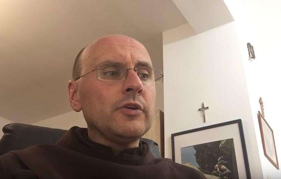 """O. Lech Dorobczyński: Biblia powinna być za darmo. """"Wkurzam się na maxa, kiedy widzę taką reklamę w necie"""""""