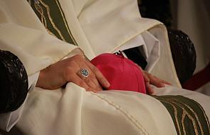 """Czy biskup powinien być """"mężem jednej żony""""?"""