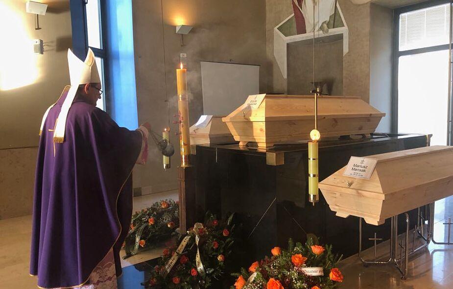 """Edyta, Jerzy i Mariusz zostali pochowani dopiero po roku. """"Bóg nie zapomina o nikim"""""""