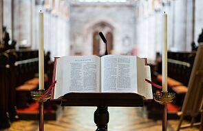 """""""Misterium Słowa, które stało się Chlebem życia"""" - w niedzielę Narodowe Czytanie Pisma Świętego"""