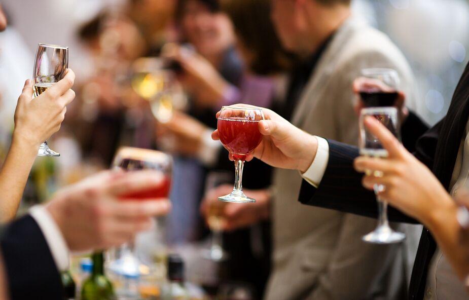 Przewodniczący Zespołu KEP: reklama alkoholu jest szkołą rozpijania narodu