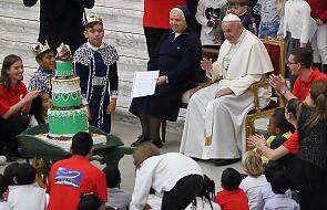 Spontaniczny dialog Franciszka z dziećmi z watykańskiego ambulatorium