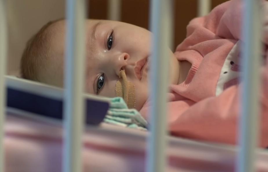 """""""Zamiast wigilijnego stołu - szpitalna sala, zamiast kolęd - pikanie respiratora"""". Ciężko chora Julia potrzebuje pomocy"""