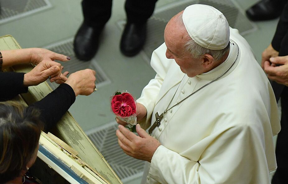 """Franciszek: niech Maryja uczy nas zawsze mówić Bogu """"tak"""""""
