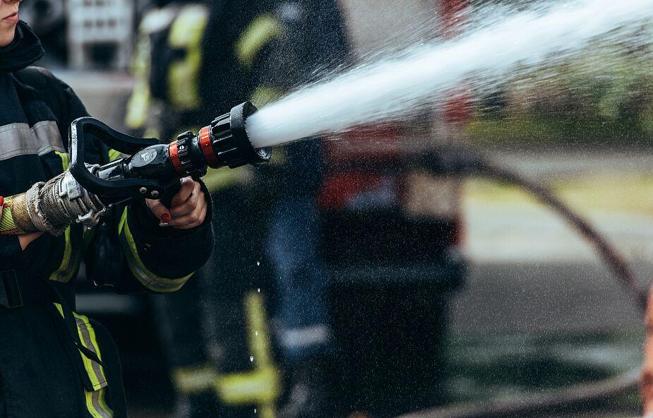 Spłonęła hala magazynowa w Szaflarach; trwa dogaszanie