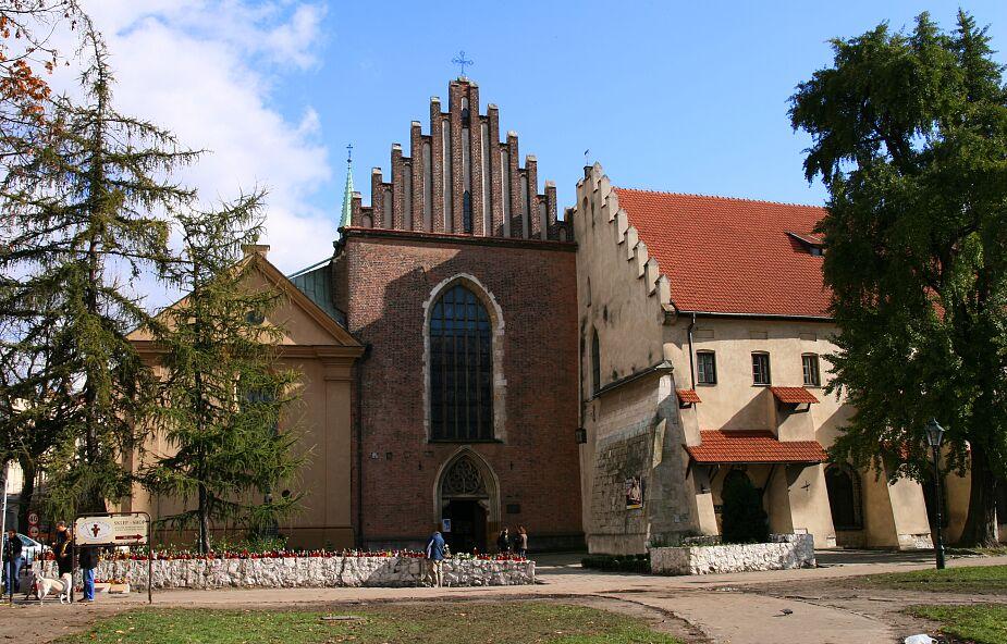 Kraków: w kryptach kościoła franciszkanów archeolodzy znaleźli blisko 100 pochówków