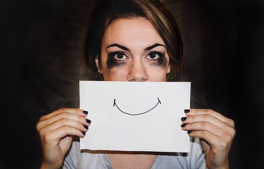 Na zewnątrz uśmiech, a w środku ciemność? Adwent to twój czas