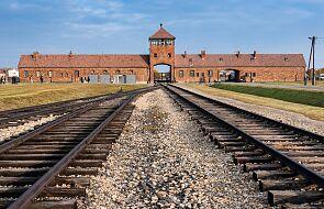 Niemcy: wyjątkowo ważna wizyta Merkel w Auschwitz