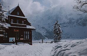 Tatry: oblodzone szlaki turystyczne; zamarzają górskie jeziora