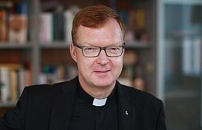 Hans Zollner SJ: molestujący kapłan burzy zaufanie do Kościoła i do Boga