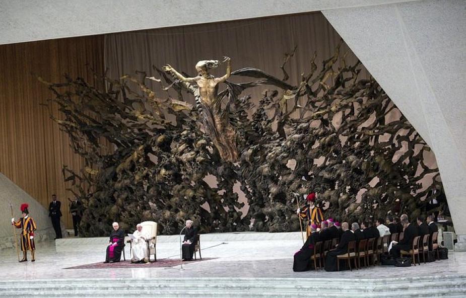 Franciszek: każda modlitwa jest modlitwą wspólnoty braci i sióstr