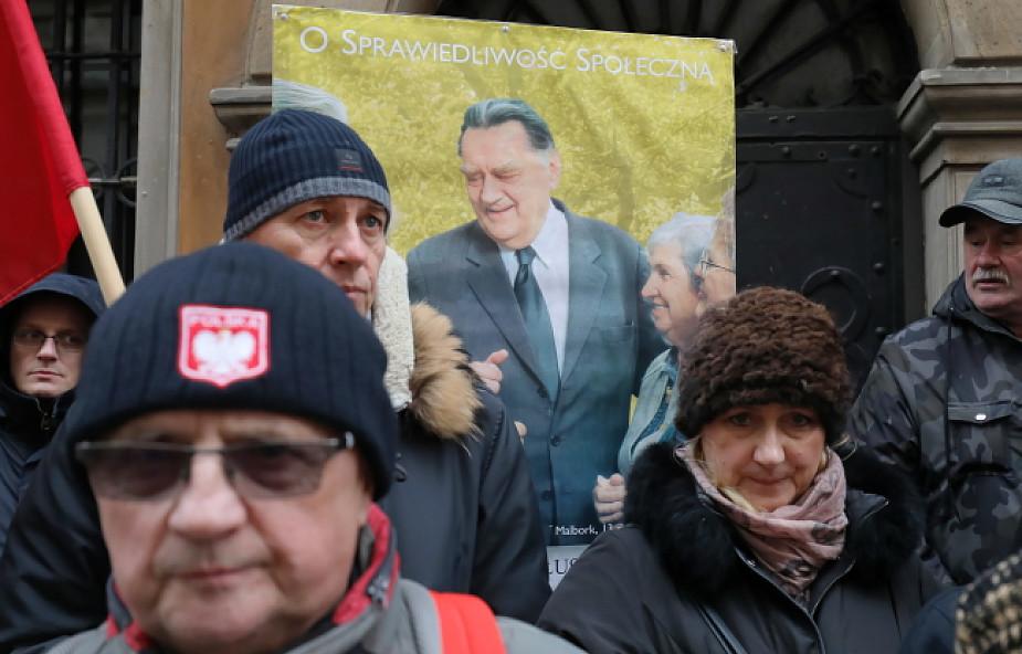 Rozpoczęły się główne uroczystości pogrzebowe b. premiera Jana Olszewskiego