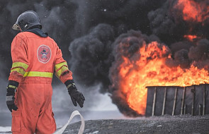 Kielce: 21 zastępów straży pożarnej od kilku godzin walczy z pożarem składowiska odpadów