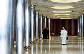 Obszerne podsumowanie pierwszego dnia watykańskiej konferencji o ochronie małoletnich w Kościele