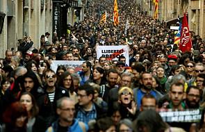 Hiszpania: wielotysięczne manifestacje, ranni i zatrzymani w Katalonii podczas strajku generalnego związków zawodowych