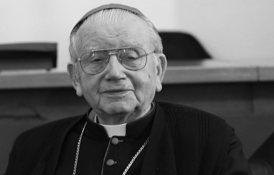 Zmarł biskup senior diecezji łowickiej Alojzy Orszulik - wieloletni szef Biura Prasowego Episkopatu Polski