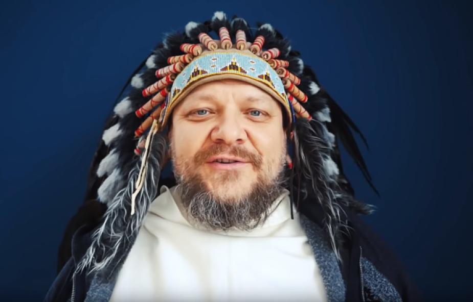 Dlaczego Tomasz Nowak OP nagrał video w indiańskim pióropuszu?