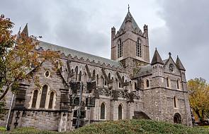 Zbezcześcicili grób i ucięli głowę nieboszczyka wewnątrz kościoła. Policja szuka sprawców