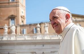 Papież przed wyruszeniem do Emiratów odwiedzi bezdomnych