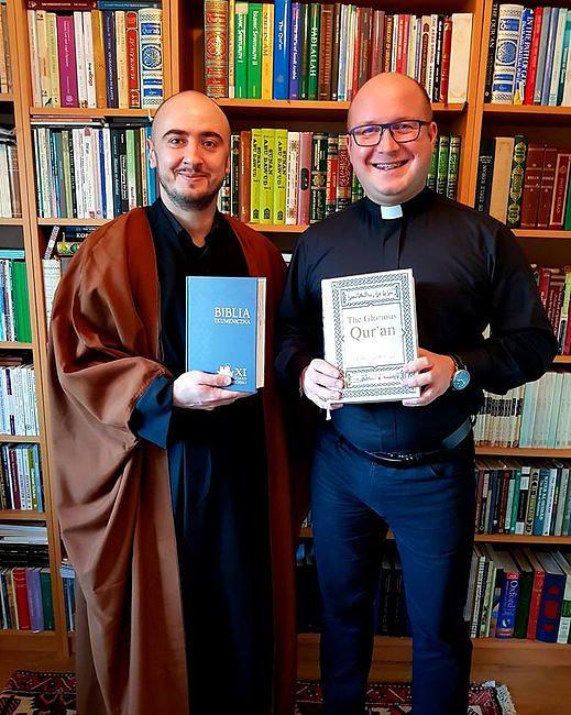 Spotkanie katolickiego księdza z imamem. Nie wszyscy spodziewali siętakiego zakończenia - zdjęcie w treści artykułu