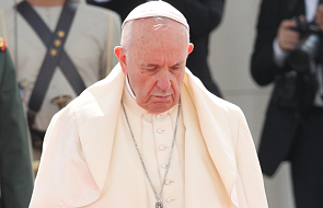 Dlaczego papież na zdjęciu z ZEA wygląda na smutnego i niezadowolonego? [FOTO]