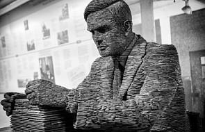 Wielka Brytania: Alan Turing, jeden z ojców współczesnej informatyki i AI, uznany za najwybitniejszą postać XX wieku