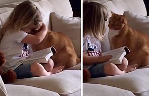 Dwulatkę i jej kota łączy niezwykła więź. Zobacz, jak opowiada mu o Bogu