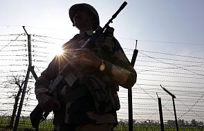 """Pakistan przekazał Indiom pilota indyjskiego samolotu zestrzelonego w tym tygodniu w """"geście pokoju i by rozładować napięcie"""""""