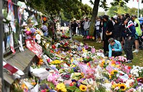 Bohaterski ojciec osłonił dwuletniego syna podczas zamachu w Christchurch. Teraz walczy o życie