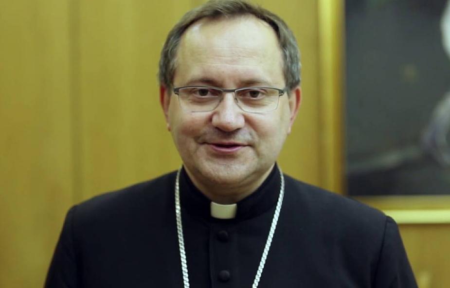 Protest rodziców dzieci z niepełnosprawnością intelektualną. Wspiera ich biskup Damian Muskus