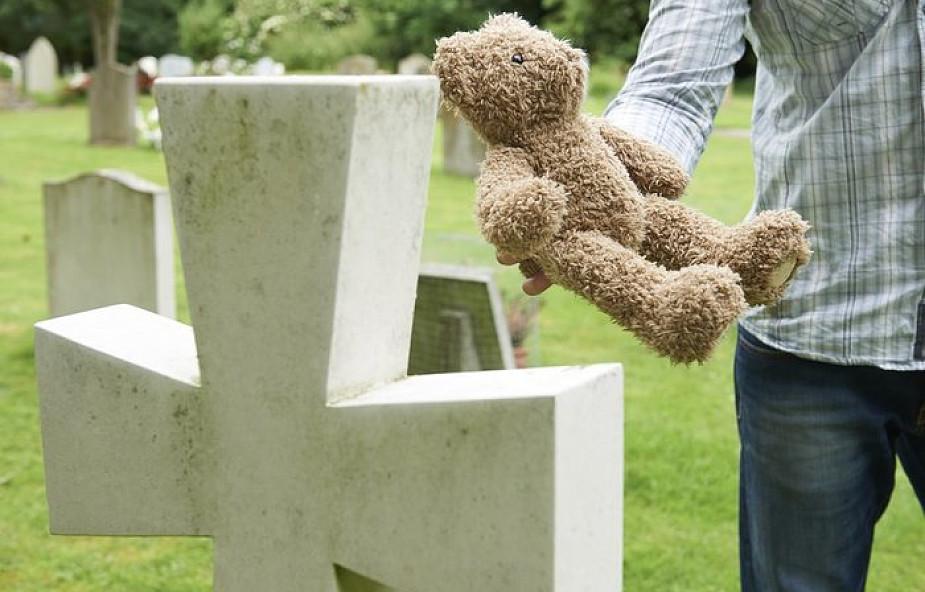 Macie prawo pochować wasze utracone dziecko. Jak to zrobić? [INSTRUKCJA]