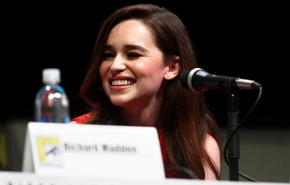 """""""Prosiłam o to, żeby pozwolili mi umrzeć"""". Emilia Clarke podzieliła się cierpieniem z przeszłości"""