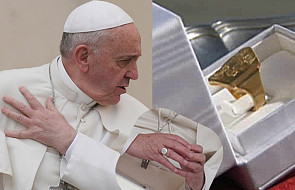 Dlaczego katolicy całują pierścień papieża? I dlaczego on nie chce, żeby to robili? [WYJAŚNIAMY]