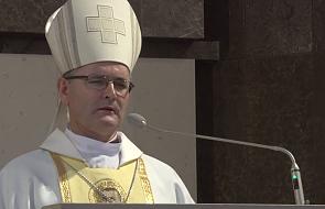 Bp Przybylski: każdy grzech księdza idzie na konto całego Kościoła