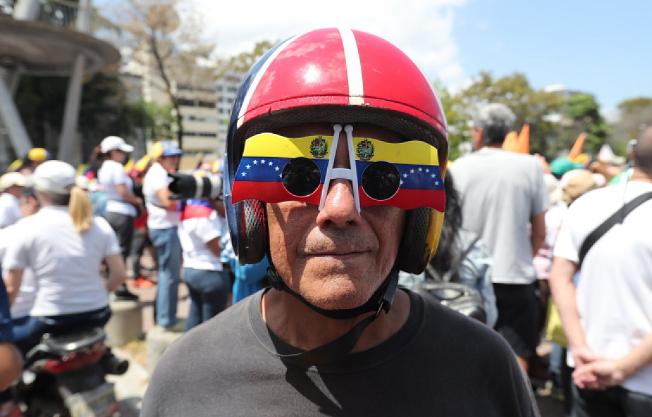 Wenezuela / Maduro: pokonam obłąkaną mniejszość