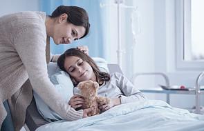 """Szpital w Katowicach stał się na dzień salonem piękności dla mam chorych dzieci. """"To ważne nie tylko dla nich"""""""
