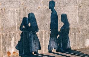 """CBOS: analiza przeprowadzonego wśród Polaków sondażu """"Preferowane i realizowane modele życia rodzinnego"""""""