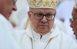Bp Czaja: nie ma czegoś takiego jak Msza św. z modlitwą o uzdrowienie