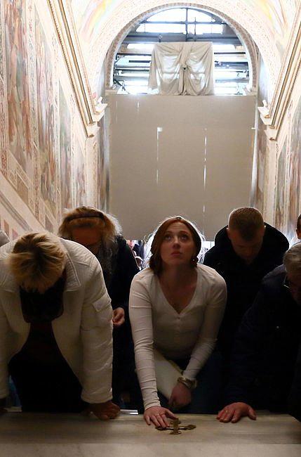 Odsłonięto święte schody, po których miał iść Jezus, udając się na śmierć [FOTO] - zdjęcie w treści artykułu nr 1