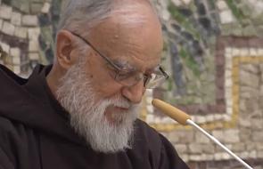 Raniero Cantalamessa: w Chrystusie Bóg cierpi z nami i dla nas