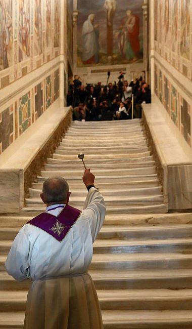 Odsłonięto święte schody, po których miał iść Jezus, udając się na śmierć [FOTO] - zdjęcie w treści artykułu nr 2