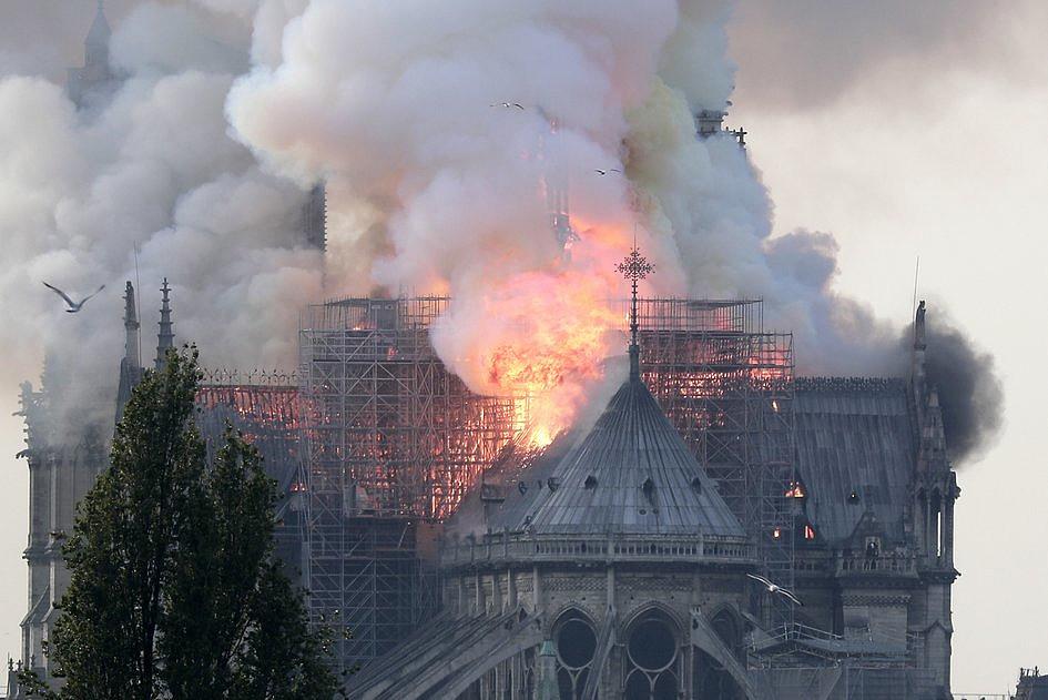 Te zdjęcia pokazują gigantyczną skalę zniszczeń katedry Notre-Dame [ZDJĘCIA] - zdjęcie w treści artykułu nr 5