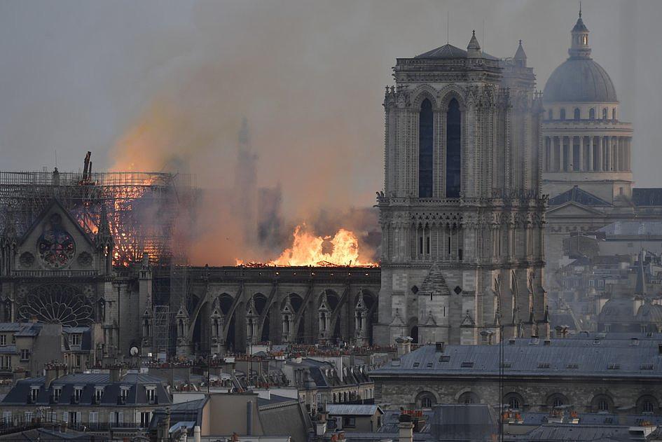 Te zdjęcia pokazują gigantyczną skalę zniszczeń katedry Notre-Dame [ZDJĘCIA] - zdjęcie w treści artykułu nr 1