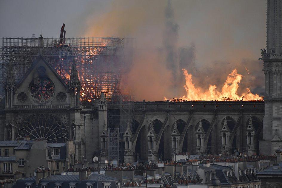 Te zdjęcia pokazują gigantyczną skalę zniszczeń katedry Notre-Dame [ZDJĘCIA] - zdjęcie w treści artykułu nr 2