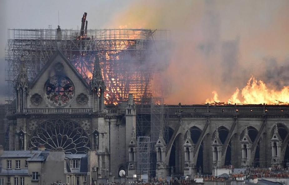Te zdjęcia pokazują gigantyczną skalę zniszczeń katedry Notre-Dame [ZDJĘCIA]