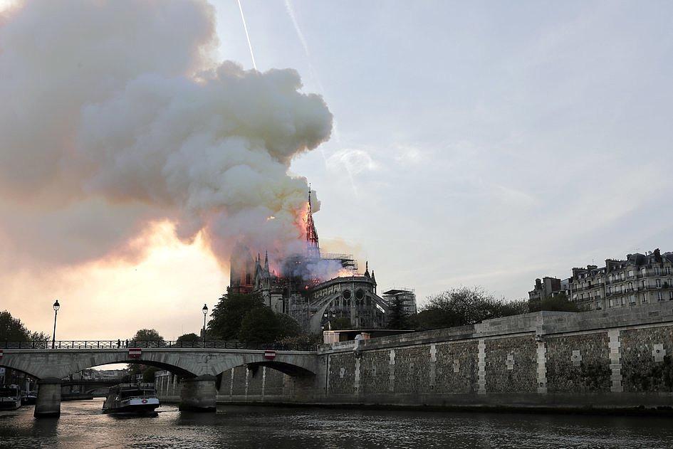 Te zdjęcia pokazują gigantyczną skalę zniszczeń katedry Notre-Dame [ZDJĘCIA] - zdjęcie w treści artykułu