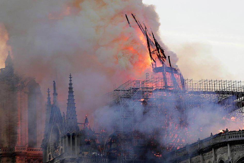 Te zdjęcia pokazują gigantyczną skalę zniszczeń katedry Notre-Dame [ZDJĘCIA] - zdjęcie w treści artykułu nr 4